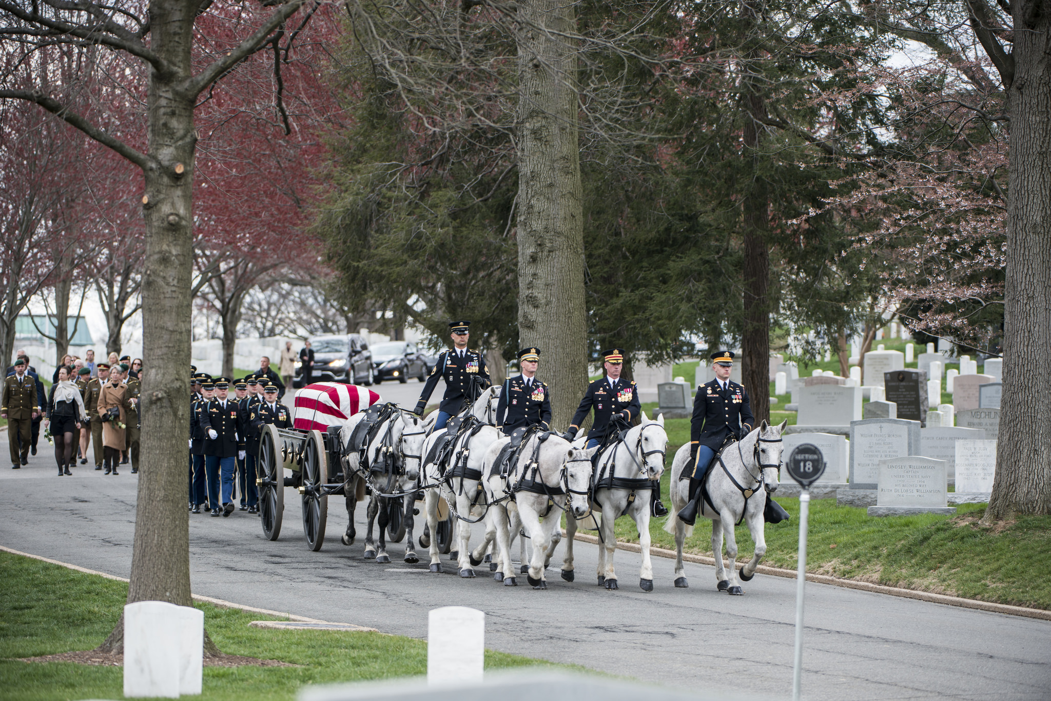 Old Guard caisson platoon conducts funeral escort
